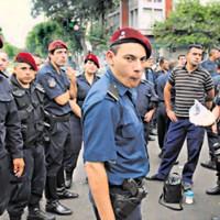 Policia martes 10 dic. 2013. Pagina 12. tapa