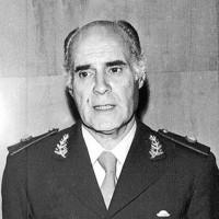 El destituído y fallecido en 1994 ex general Camps, jefe de policía de la dictadura argentina 1976-1983. Foto de El Popular.