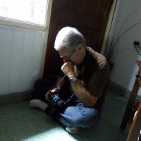 YO, AMILCAR MORETTI, retratado por una modelo en un momento de distracción y meditación. 2016.
