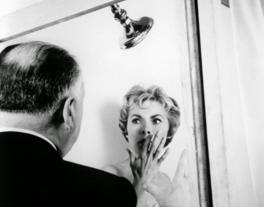 5 janet-leigh-alfred-hitchcock-set-psycho-1960