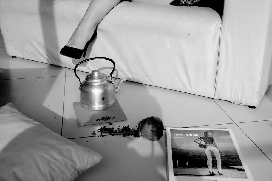 Foto por AMILCAR MORETTI. Imagen tomada en jornadas prolongadas de fotografía el pasado fin de semana, sábado 29 y domingo 30 en depto-loft de la Avenida 44 de la ciudad de La Plata, entre las calles 23 y 24, quinto piso con balcón a la calle. La Avenida 44 es una de las principales de la capital de la provincia más grande y rica de la Argentina, a unos 50 kms. al sur de Buenos Aires Ciudad. (Photo by AMILCAR MORETTI. Image taken in long days of photography last weekend, Saturday 29 and Sunday 30 in apartment-loft of 44 Avenida de la Plata, between 23 and 24, fifth floor with balcony to the street. Avenida 44 is one of the main capital of the largest and richest province of Argentina, about 50 kilometers south of Buenos Aires City).