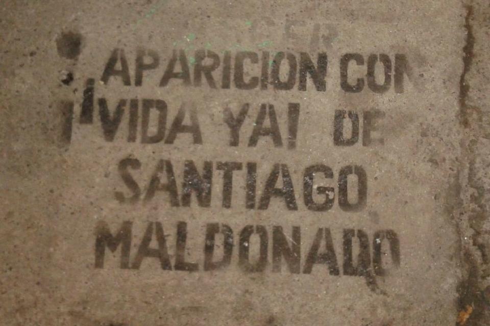 santiago-maldonado. la primera piedra.-1