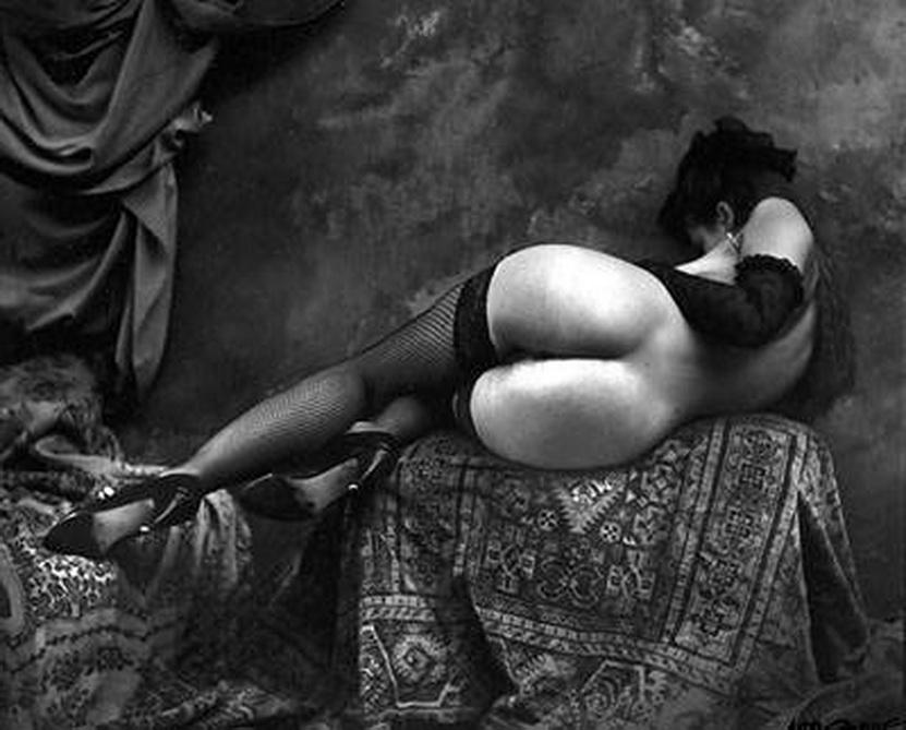 Imagen del checo JEAN SAUDEK, uno de los más veteranos y pol´´emicos artistas del siglo XX y XXI, que aún transfigura la esencia del surrealismo en combinación con lo grotesco, el circo, lo porno, la ironía y la excepcionalidad.