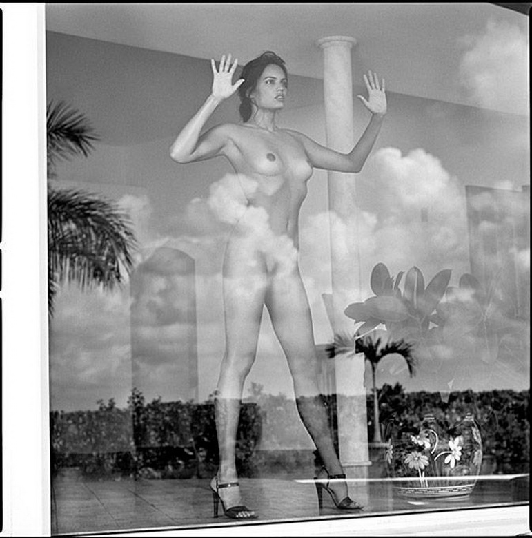 """""""YOU ARE DE THE MIRROR I SAW MY SOUL"""", imagen de GUIDO ARGENTINI, prestigioso fotógrafo fashion dedicado al desnudo femenino con residencia en Los Angeles, Estados Unidos. Argentini nació en Florencia, Italia, en 1966, ha publicado varios libros sobre su especialidad y su obra en general en prestigiosas editoriales del mundo. Colabora de modo habitual en casi todas las más importantes revistas dedicadas a la industria de la moda."""