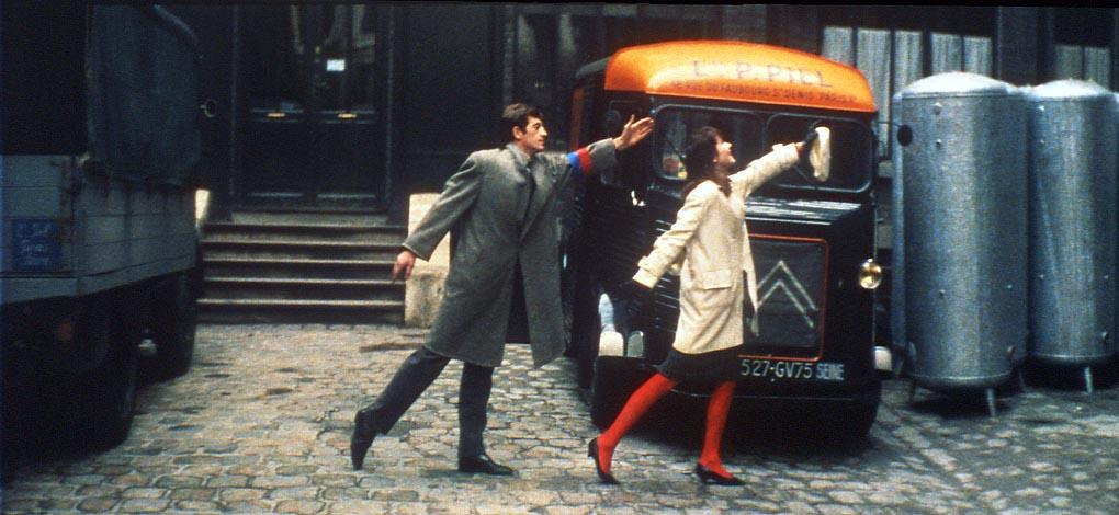 """""""UNA MUJER ES UNA MUJER"""", PELÍCULA DE JEAN-LUC GODARD (1961). EN LA FOTO, ANA KARINA Y JEAN PAUL BELMONDO."""