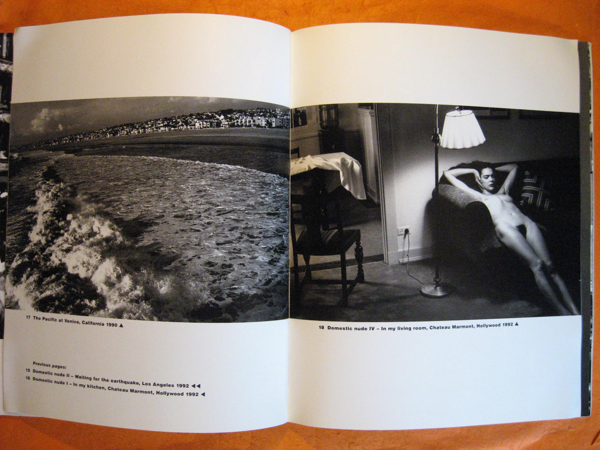 HELMUT NEWTON. DESNUDO DOMÉSTICO V. NEWTON, COMO SE SABE. ES QUIEN FIJÓ HACE 40 AÑOS LAS PAUTAS DE LA FOTOGRAFÍA ERÓTICA QUE EN GRAN MEDIDA AÚN SE MANEJAN HOY.