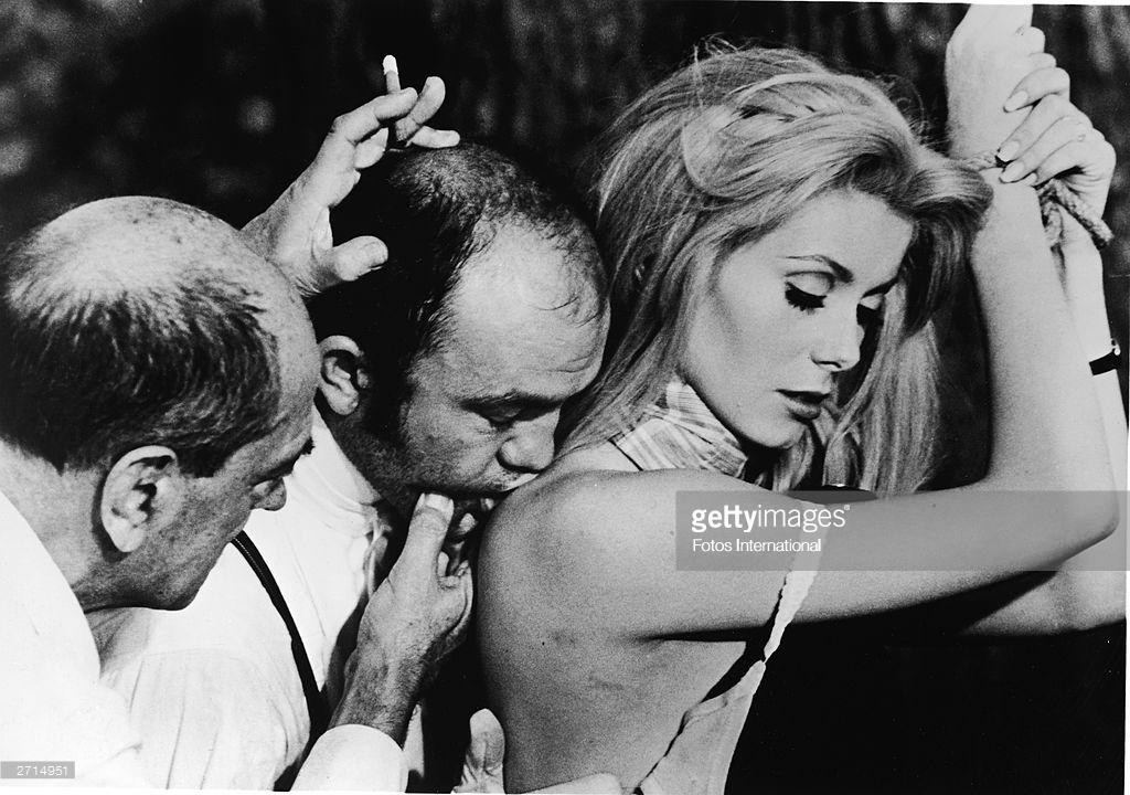 """CATHERINE DENEUVE EN """"BELLE DE JOUR"""", DEL MAESTRO LUIS BUÑUEL. ¿Algunas vez la habrán besado, acariciado y abrazado de verdad, íntimamente, durante la filmación con Buñuel? Nunca presentó quejas."""