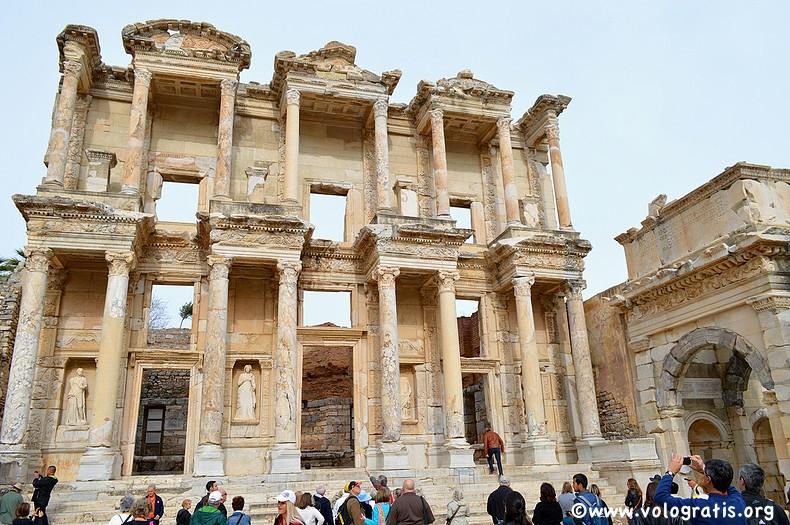 Biblioteca Celsus en Éfeso, Turquía. (imagen de vologratis.org)