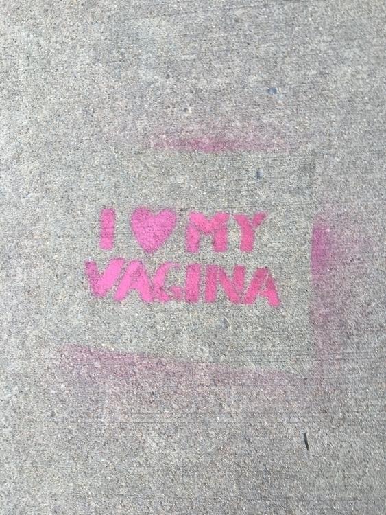 I LOVE MY VAGINA. En Casey Doran. Boulder, Colorado, Estados Unidos. Oublicada en red social de artistas y creadores ELLO.CO, de Estados Unidos. Ver: @dcdoran
