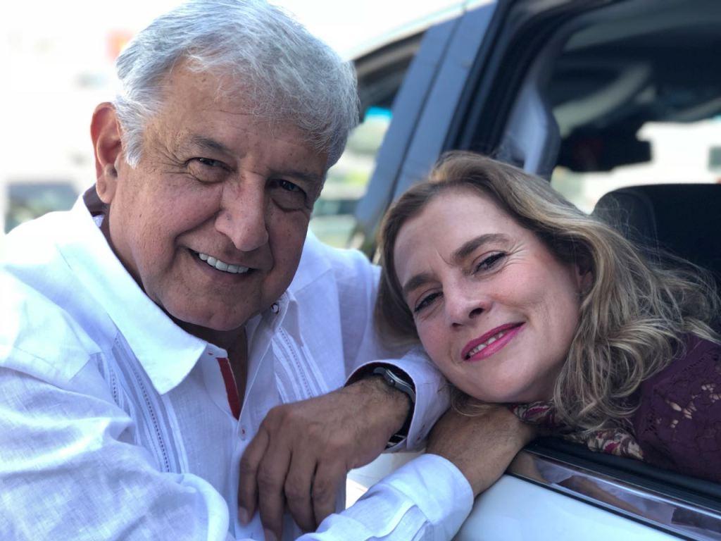 Andrés Manuel López Obrador con su esposa, Beatriz Gutiérrez Müller. (Twitter, @lopezobrador)