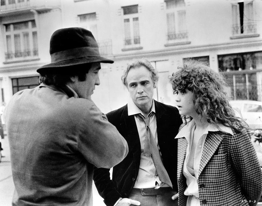 BERTOLUCCI, MARLON BRANDO Y MARIA SCHNEIDER DURANTE LA FILMACION DE ULTMO TANGO EN PARIS