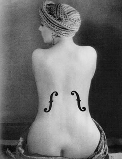 La célebre obra de MAN RAY, uno de los más grandes artistas de la historia mundial de la fotografía.