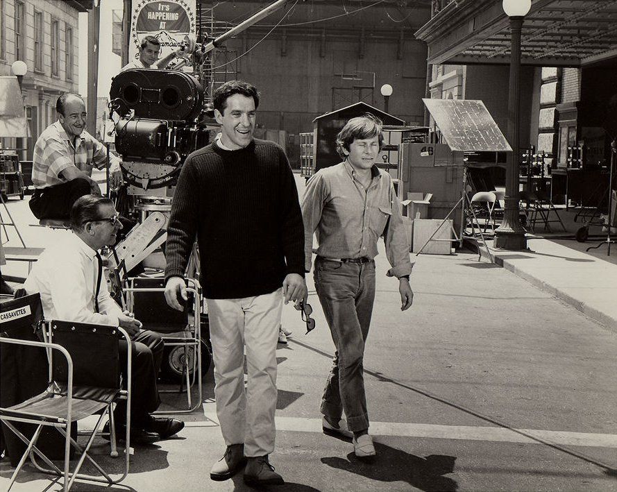 El inmenso JOHN CASSAVETTES seguido por un joven Roman POlanski durante la filmación de Barrio Chino en Hollywood.