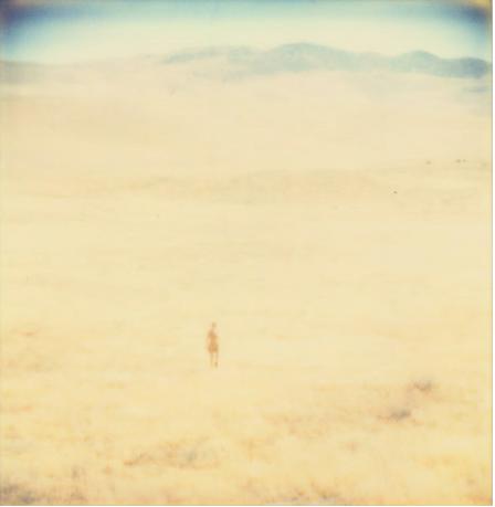 """Obra típica en el desierto, en Estados Unidos, de la alemana Stefanie Schneider. Recuerda a los relato del escritor SAM SHEPARD, sobre en """"Crónicas de motel"""", que dieron lugar a una recordada película de otro alemán enamorado de Estados Unidos, WIM WENDERS, titulada """"París-Texas""""."""