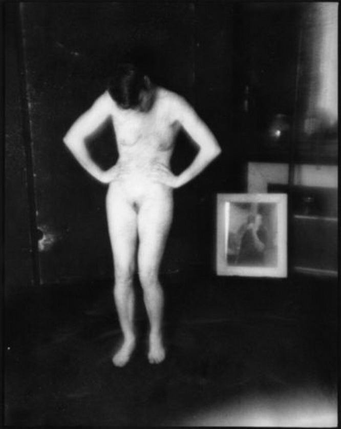 IMAGEN DEL ARTISTA FRANCÉS PHILIPPE BRÉSON. Título: Dans l'atelier #36, 2017. Silver Gelatin Print 35.6 × 27.9 cm. Artist's Proof Washington, D.C.