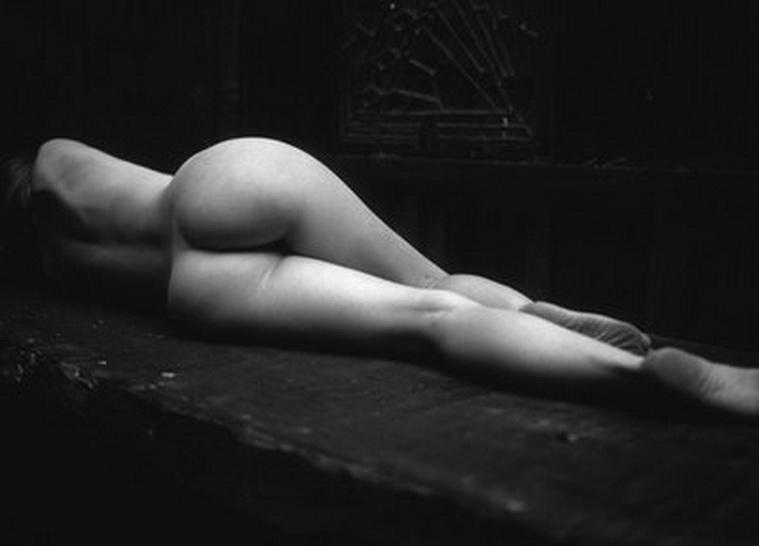 Obra de EDWARD WESTON de la primera mitad del siglo pasado. Weston es uno de los maestros induscutidos de la historia de la fotografía. En su producción destacaron los desnudos femeninos.
