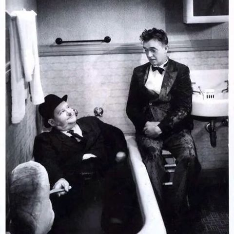Oliver Hardy y Stan Lauren en la bañera.