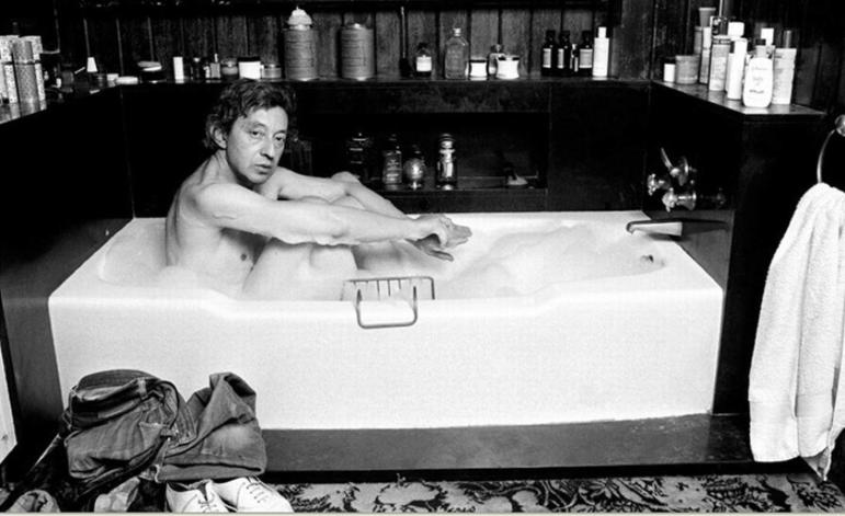 Serge Gainsbourgh, otro que tuvo su momento de fama en la bañera.