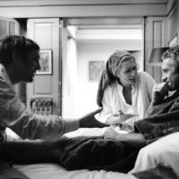 """Imagen de BILL RAY durante el rodaje de la versión original de """"EL AFFAIRE DE THOMAS CROWN"""" (1968), del cineasta canadiente NORMAN JEWISON (n.1926). Película legendaria del último cine de Hollywood  realmente valioso, en los años 60 y 70 del siglo pasado, que pudo competir en calidad, seriedad e innovación crítica, con honestidad intectual, frente al resurmiento del cine europeo del neorrealismo, la nouvelle vague y el Cinecittá de Fellini, Antonioni, Visconti, Pasolini y otros varios más."""