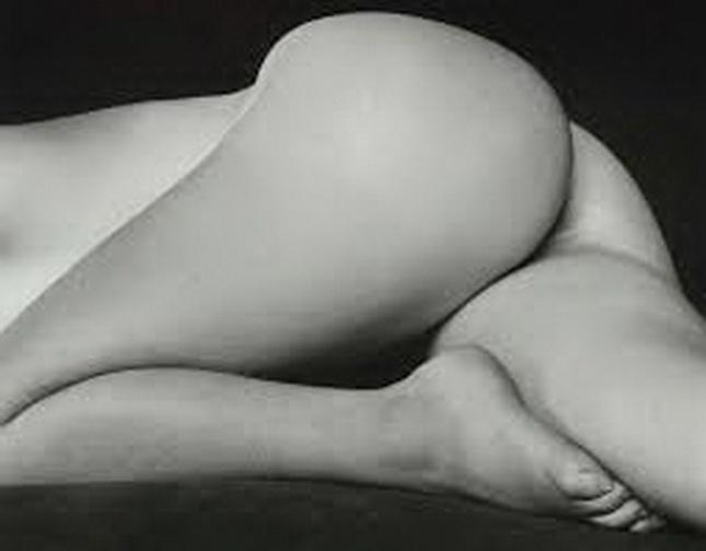 Desnudo de EDWARD WESTON (USA.1886- 1958), uno de los maestros estadounidenses y mundiales de la fotografía del siglo XX. Sus imágenes hoy tienen alta cotización en los mercados de arte centrales.