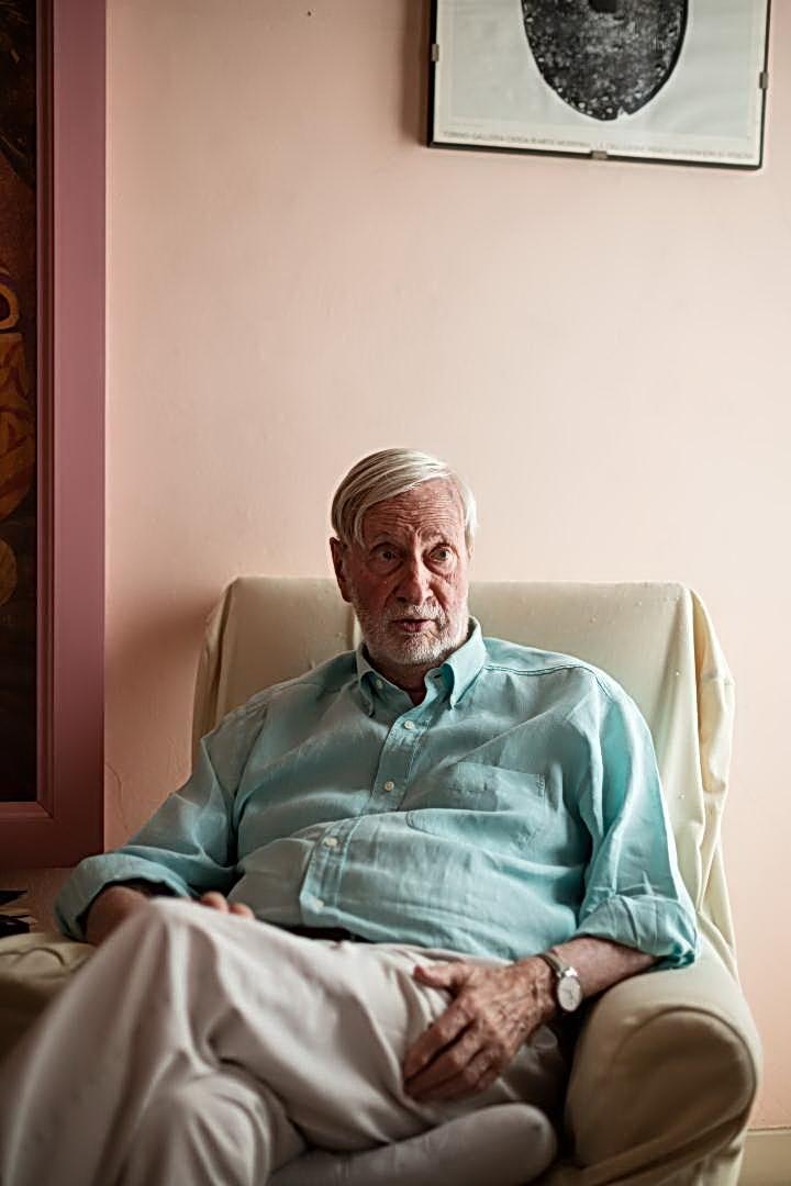 El filósofo italisno GIANNI VATTIMO fotografiado en su casa de Turín por MATTEO MONTALDO. Diario EL PAÍS, de Madrid.