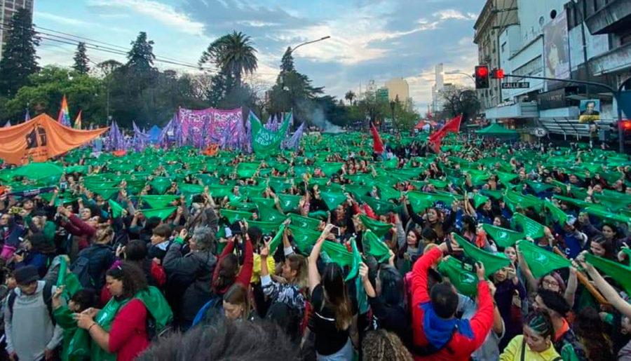 Centenares de miles de mujeres deliberaron tres días sobre derechos y reclamos femeninos. En la ciudad de La Plata, cerca de Buenos Aires